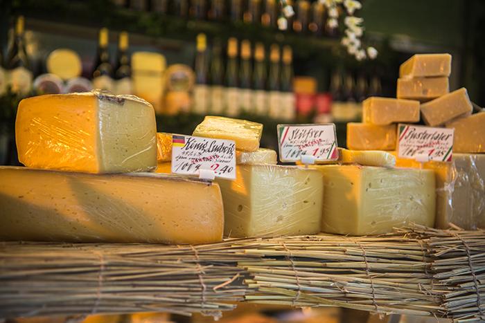 b68f67e5f74 7 dicas para comprar queijo do jeito certo - Produtos Finos ...